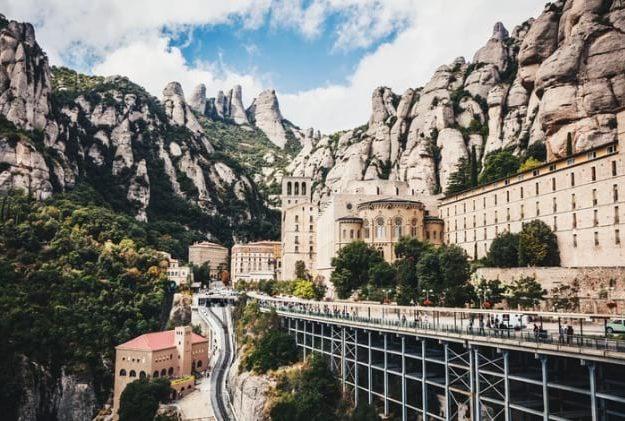 barcelona monasterio de monsterrat emigrar a europa nie nif